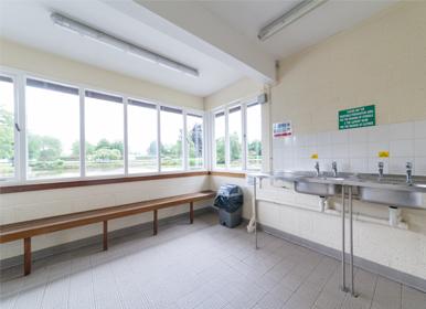 Vegetable preparation and dish washing room