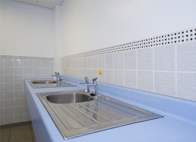 Vegetable preparation and dish washing room
